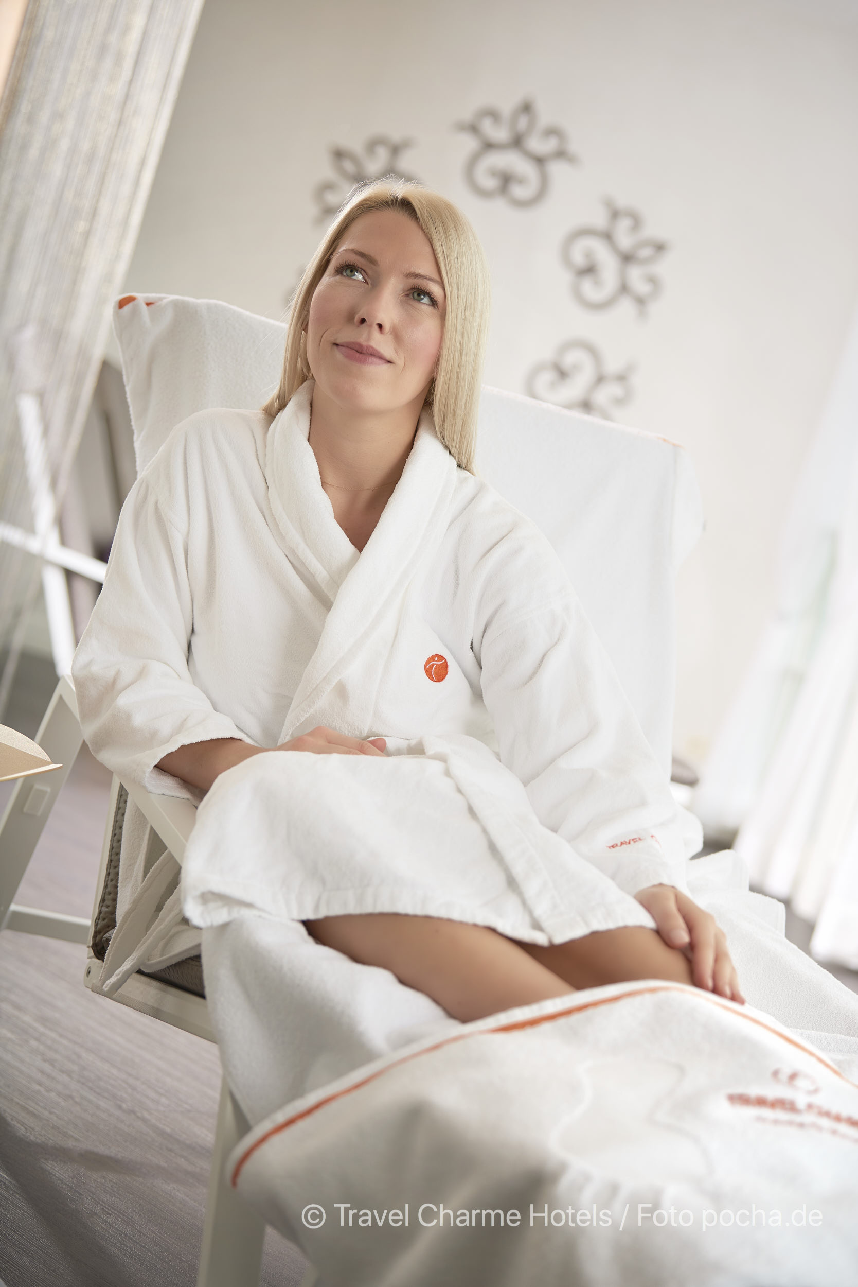 Liesa Wellness Komfort Handtuch Produkt Photoshooting mit Model im Travel Charme Hotel