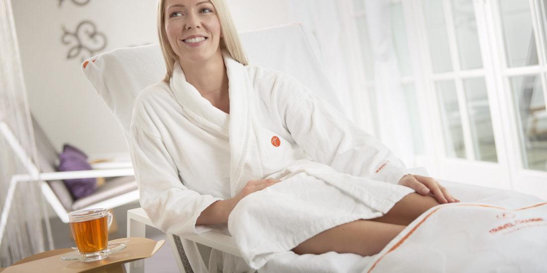 Liesa Wellness Komfort Handtuch Produkt Photoshooting mit Model im Travel Charme Hotel